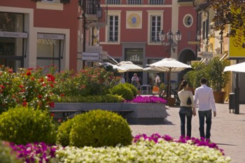 magasin Serravalle outlet Italie