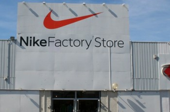 nike factory store marseille plan de campagne magasins d 39 usine. Black Bedroom Furniture Sets. Home Design Ideas