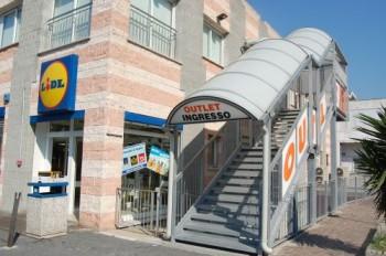outlet frontiera vintimille les magasins d 39 usine. Black Bedroom Furniture Sets. Home Design Ideas